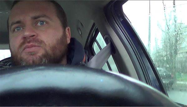 Денис Борисов в машине